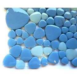 Galets japonais verre teinté dans la masse bleu clair
