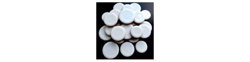 Pastilles de céramique émaillée: 3 formats ép: 5 mm et tesselles irrégulières ép: 4 mm